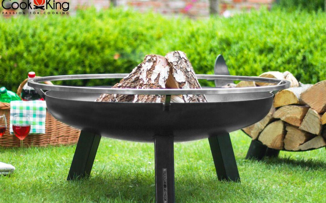 Care este diferența dintre o vatră de foc din oțel solid și una metalică?
